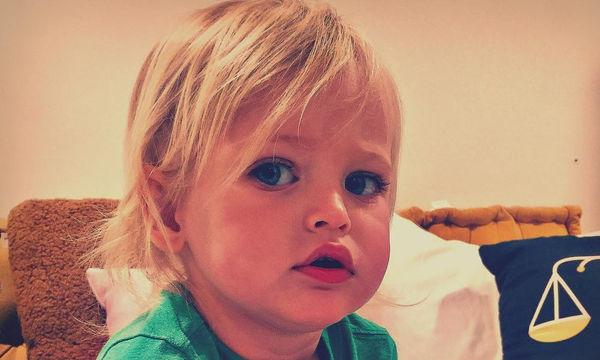 Έχουμε να δούμε τον γιο της 6 μήνες και αυτή είναι μια σπάνια φωτογραφία