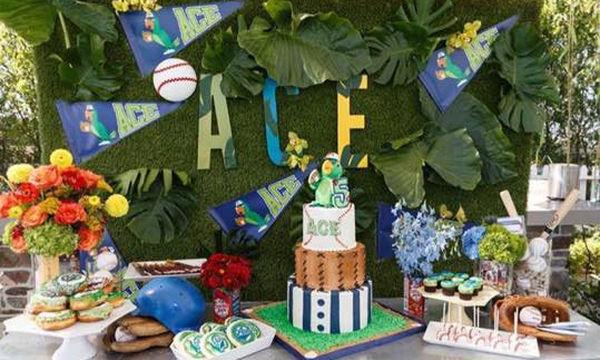 Ο γιος της έγινε 5 ετών και του ετοίμασε το πιο περίεργο πάρτυ γενεθλίων που έχετε δει (pics)