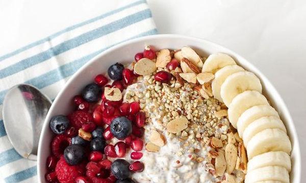 Υγιεινά πρωινά για δίαιτα: 10 τροφές που αδυνατίζουν άμεσα