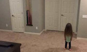 Αυτό θα πει να έχεις αδέλφια! Δείτε τι κάνουν για την μικρή τους αδελφή όταν χορεύει (video)