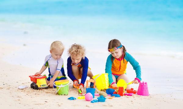Αυτό το σετ μπάνιου για το νερό και την άμμο θα ενθουσιάσει τα παιδιά σας