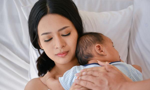 Γιατί δεν πρέπει να λέτε σε μία νέα μαμά να κοιμάται, όταν κοιμάται και το μωρό;