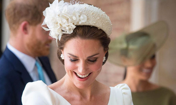 Kate Middleton: Με τον ίδιο σχεδιαστή και στις τρεις βαφτίσεις των παιδιών της