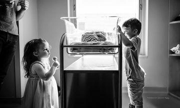 Παιδιά γνωρίζουν για πρώτη φορά τα νεογέννητα αδερφάκια τους (pics)