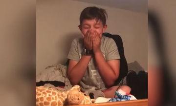 Δείτε την έκπληξη που ετοίμασε ένας μπαμπάς στον γιο του και τον έκανε να κλαίει από χαρά (vid)