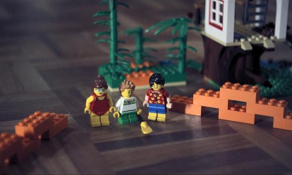 Αν έχετε πατήσει έστω και ένα τουβλάκι LEGO θα ταυτιστείτε με αυτό το βίντεο