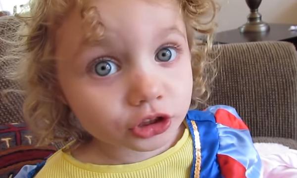 Δεν υπάρχει ο τρόπος που το 3χρονο κοριτσάκι διηγείται μία ιστορία (vid)