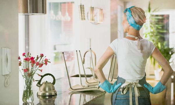 Έξι μυστικά καθαριότητας για να κάνετε την κουζίνα σας να αστράφτει φυσικά