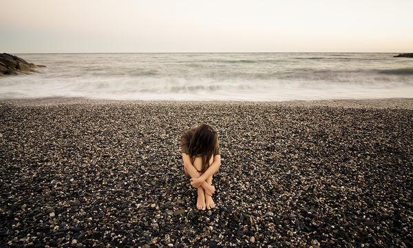 Κατάθλιψη: το μελαγχολικό συναίσθημα που λίγο-πολύ όλοι νιώθουμε