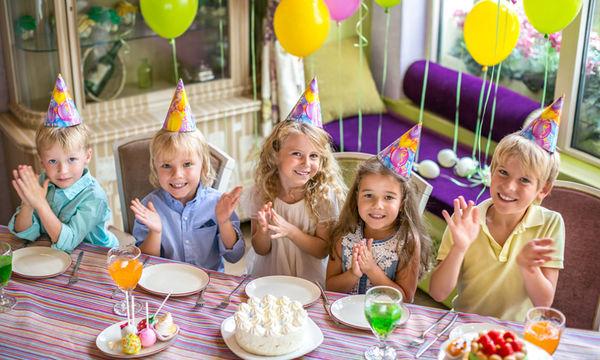 Πώς να διακοσμήσετε το σπίτι για το πάρτι γενεθλίων του παιδιού σας (vid)
