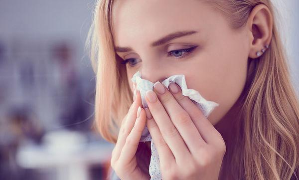 Βουλώνει η μύτη μου όταν ξαπλώνω: Μπορώ να το αποφύγω;