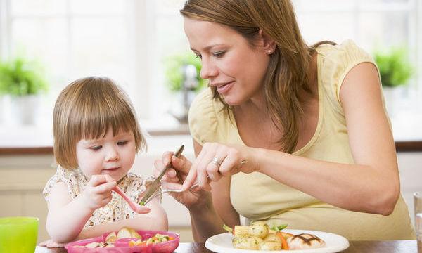 Η πιο δημιουργική λύση που σκέφτηκε ποτέ μαμά για να κάνει το παιδί της να φάει!