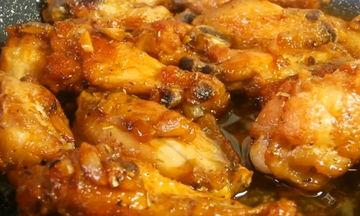 Συνταγή για πεντανόστιμες σκορδάτες φτερούγες στο τηγάνι (vid)