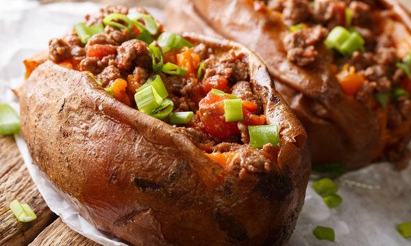 Συνταγή για γεμιστή γλυκοπατάτα με λαχανικά