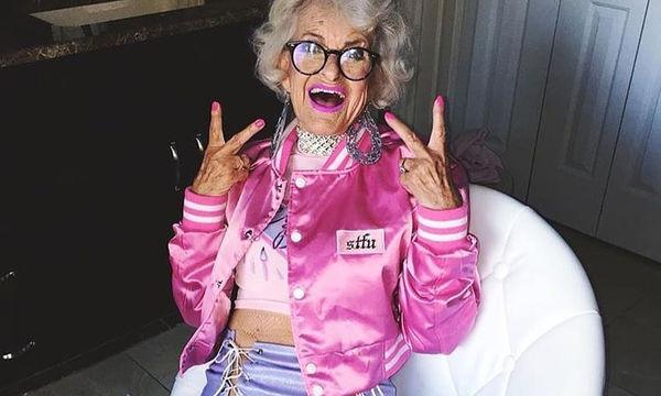 Αυτή η γυναίκα μας έφτιαξε την διάθεση- Είναι 90 χρόνων και ακτινοβολεί χαρά και ζωντάνια