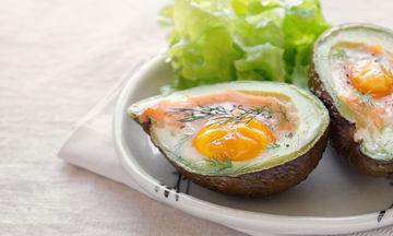 Συνταγή για να λατρέψεις το αβοκάντο: Συνδύασε το με αυγό και μυρωδικά