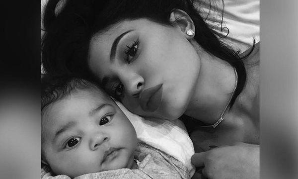 H Kylie Jenner και η μικρή Stormi είναι περήφανες για το νέο βίντεοκλιπ του Travis Scott