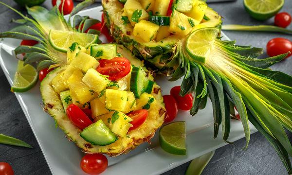 Συνταγή: Δροσιστική σαλάτα με ανανά και αγγούρι