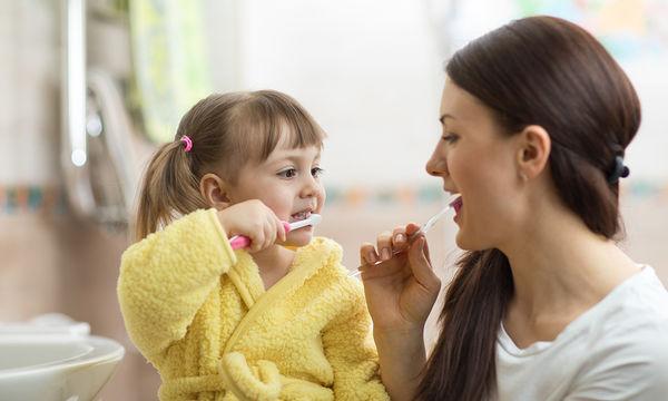 Πως μπορείτε να φροντίζετε τα νεογιλά δοντάκια του παιδιού σας