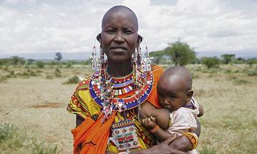 Μαμάδες από όλο τον κόσμο θηλάζουν τα παιδιά τους με τον ίδιο τρόπο (pics)