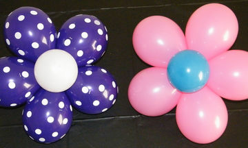 Φτιάξτε ένα λουλούδι από μπαλόνια και κάντε τη διακόσμηση του παιδικού πάρτι ξεχωριστή (vid)