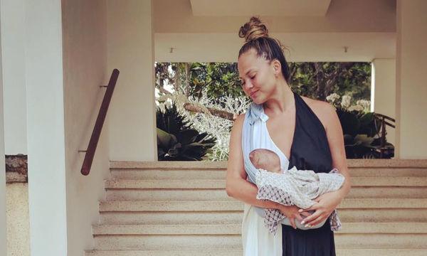 Όταν η Chrissy Teigen προσπαθεί να κάνει την κόρη της να χαμογελάσει (pics)