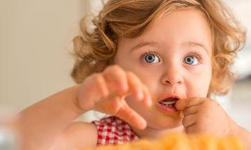 Γιατί τα δόντια του παιδιού μου έχουν καφέ λεκέδες;
