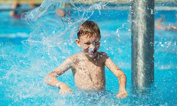 Οι κίνδυνοι της πισίνας και πώς να προστατευτούν τα παιδιά
