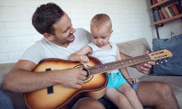Πώς αλλάζει η ζωή ενός άνδρα όταν γίνεται πατέρας