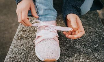 Δύο εύκολοι τρόποι για να μάθουν τα παιδιά σας να δένουν τα κορδόνια τους (pic&vid)