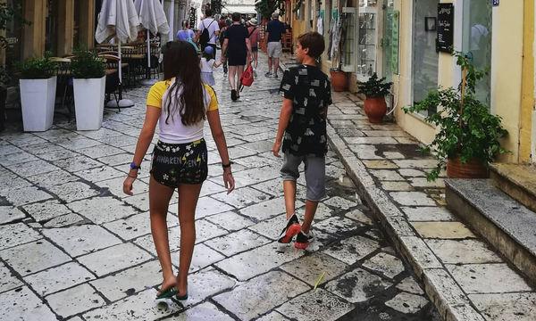 Γνωστή Ελληνίδα ηθοποιός στην Κέρκυρα με τα παιδιά της (pics)