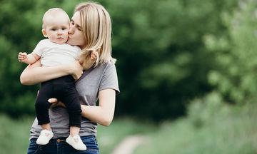 Αγαπημένη μαμά που θα αφήσεις το παιδί σου για πρώτη φορά στον παιδικό σταθμό