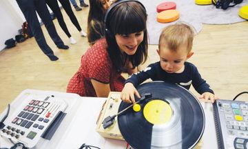 Αυτή η σχολή μαθαίνει στα μωρά πως να γίνονται οι καλύτεροι DJs (pics)