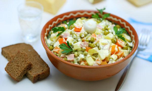 Συνταγή: Φτιάξτε μια πεντανόστιμη σπιτική ρώσικη σαλάτα