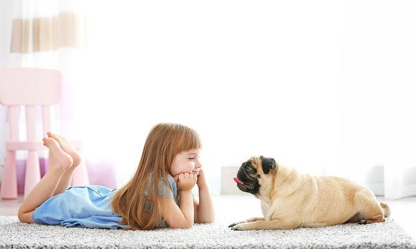 Πως να βοηθήσω το παιδί μου να μην φοβάται τα σκυλιά;