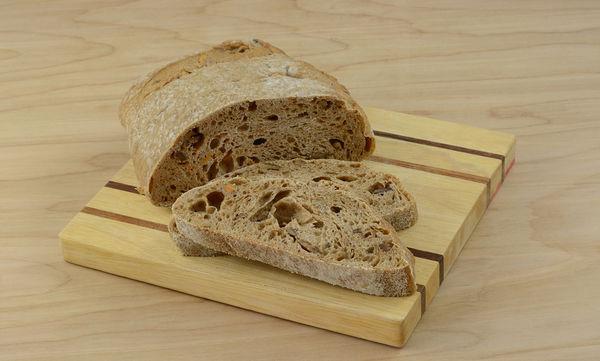 Συνταγή: Φτιάξτε ένα μυρωδάτο ψωμί από γλυκοπατάτα με καρύδια (vid)