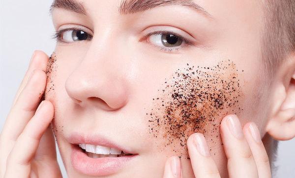 Καφές: Πώς θα τον χρησιμοποιήσετε για την περιποίηση των μαλλιών και του δέρματος