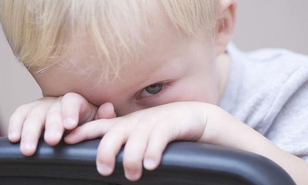 Πώς να βοηθήσετε το ντροπαλό παιδί σας να συμμετέχει στο σχολείο