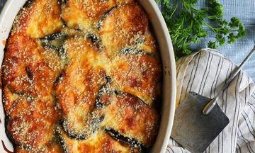 Μελιτζάνες με μπεσαμέλ τυριών στον φούρνο