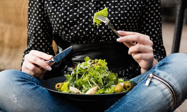Δεκατρείς τροφές με ελάχιστες θερμίδες για υγιεινό αδυνάτισμα (vid)