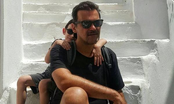 Κωνσταντίνος Καζάκος: Η συγκινητική φώτο του γιου του που βλέπει ταινία με την Καρέζη