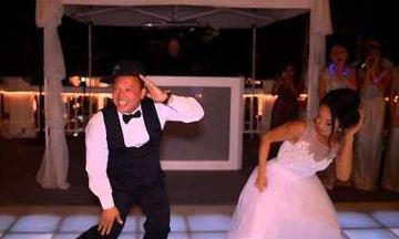 Ο χορός της νύφης με το μπαμπά της ενθουσίασε τους καλεσμένους - Δείτε γιατί (vid)