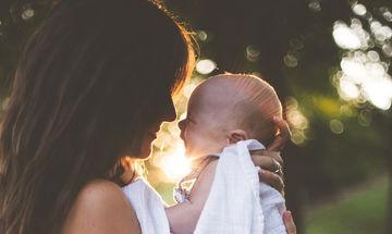 4 τρόποι για να τα βγάλεις πέρα με την αϋπνία τον πρώτο καιρό με το μωρό