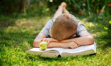 Πρέπει να πιέζουμε ένα παιδί Δημοτικού να διαβάζει;