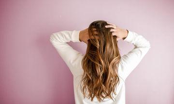 Βάφεις μόνη σου τα μαλλιά σου; Τότε πρέπει να γνωρίζεις αυτό το tip