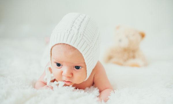 4 φυσικά χαρακτηριστικά του νεογέννητου μωρού σας που μπορεί να σας φανούν «παράξενα»