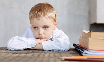 Τι δεν πρέπει να κάνετε όταν το παιδί βαριέται να διαβάσει