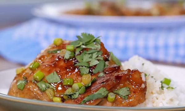 Μια πεντανόστιμη και απλή συνταγή για το φιλέτο κοτόπουλο που θα κάνει τη διαφορά (vid)