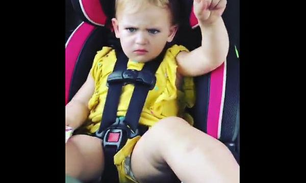 Η μικρή ζήτησε βάφλες. Αυτό που έκανε ο μπαμπάς της δεν την ενθουσίασε καθόλου (vid)