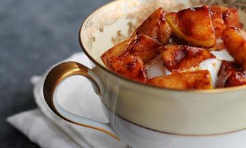 Snacking με γιαούρτι και καραμελωμένα μήλα